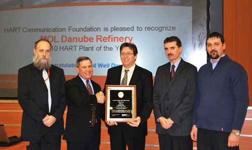 Ron Helson (second from left), executive director of the HART Communication Foundation, presents the 2010 HART Plant of the Year Award to MOL Danube Refinery.